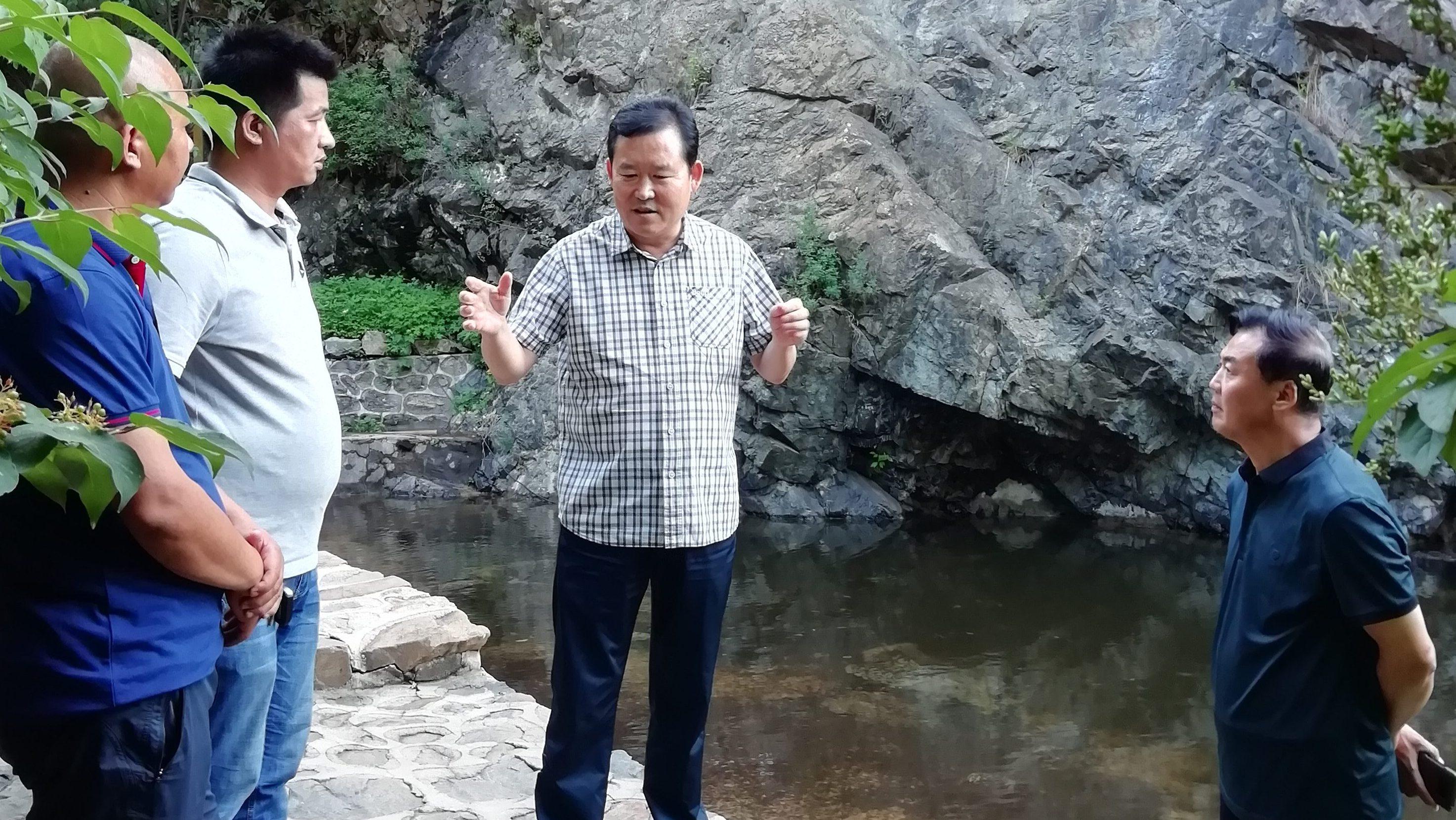 7月23日,管委会主任马树起赴百草畔景区、龙门天关景区实地调研。